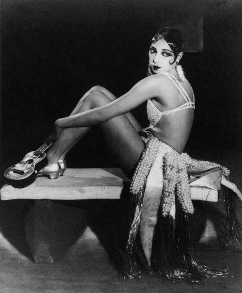 Black-stereotypes-music-hall-josephine-baker-paris-1925-c-bpk-berlin-dist-rmn-c2a9wolf-von-gudenberg-baron